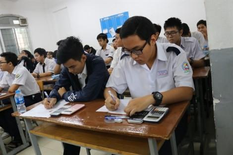 Hơn 800 học sinh tranh tài giải toán trên máy tính cầm tay