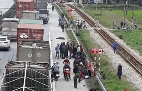 Xe tải đâm vào đoàn người đi viếng mộ khiến 8 người tử vong
