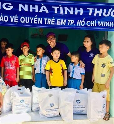 Mang tinh xuan den voi phu nu va  tre em ngheo Binh Thuan