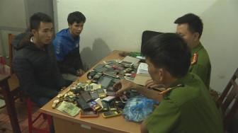 Cặp tình nhân đột nhập trộm hơn 200 điện thoại bán lấy tiền tiêu xài
