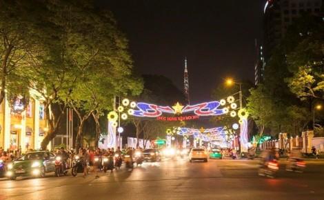 Điều chỉnh giao thông ở Q.1 để lắp màn hình phát sóng trận Việt Nam - Nhật Bản