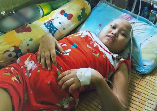 Hai trẻ nghèo mắc bệnh ung thư mong được giúp đỡ