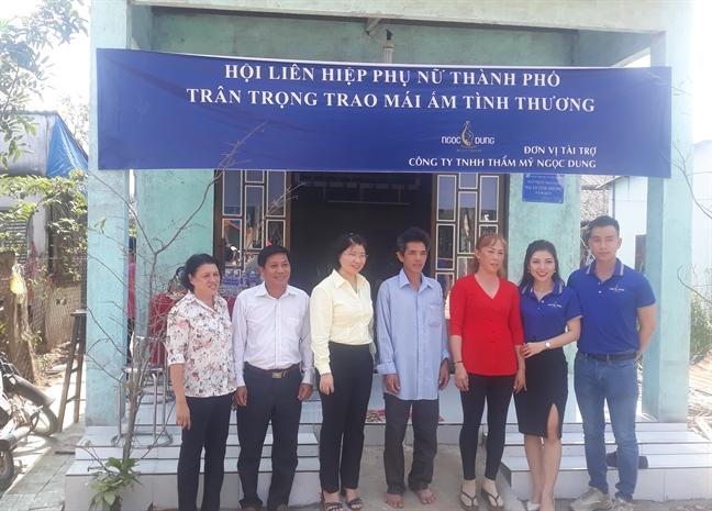 Hoi LHPN TP.HCM: Trao tang 4 mai am tinh thuong cho phu nu ngheo huyen Can Gio