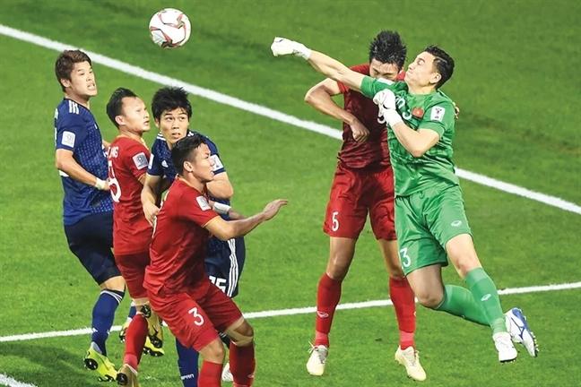 Dung chan o Asian Cup, bien lon dang cho don nhung chien binh 'Rong vang'
