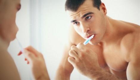 Nam giới lười đánh răng có thể bị rối loạn cương dương