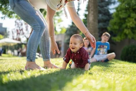 Có thể ủy quyền yêu cầu thi hành án cấp dưỡng nuôi con?