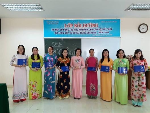 51 can bo nhan chung chi boi duong nghiep vu cong tac phu nu