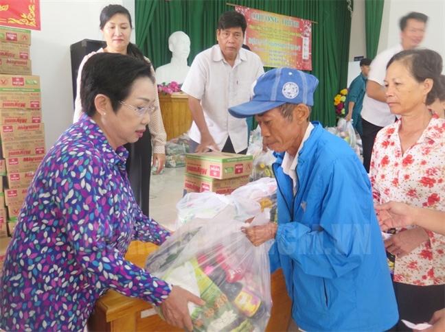 Lanh dao Trung uong, TP.HCM, Bo Quoc phong tham chuc tet cac ca nhan, don vi