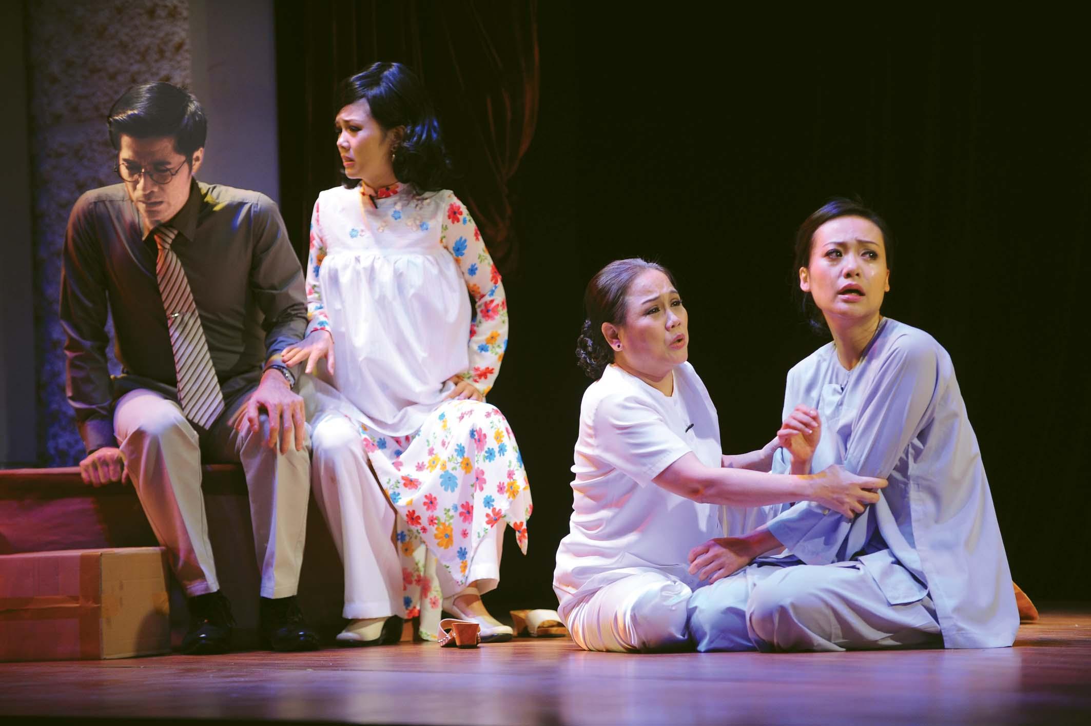 Nội lực diễn xuất của Ái Như là bệ đỡ cho các nghệ sĩ Hồng Ánh, Hoàng Vân Anh... làm nên giấc mơ nghệ thuật cho nhiều thế hệ khán giả