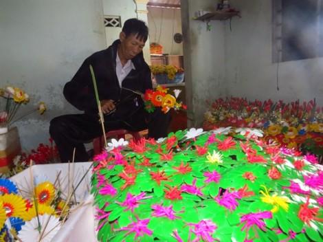 Xuân khoe sắc ở làng làm hoa giấy 300 năm miền hạ lưu sông Hương