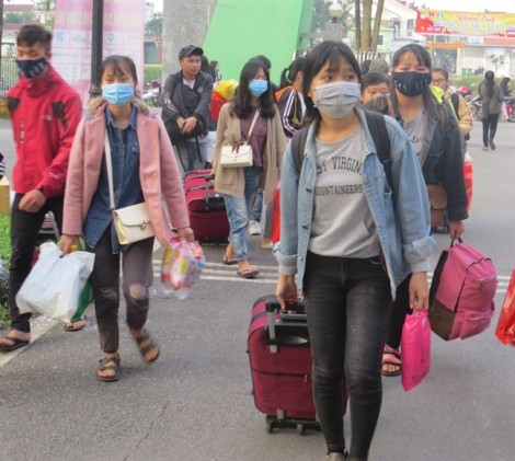 Hàng trăm sinh viên ĐH Huế về quê đón tết bằng xe miễn phí