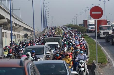 Khắp ngả đường Sài Gòn ùn tắc những ngày cận tết