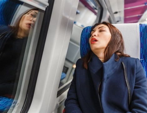Chế độ ăn giúp khắc phục hội chứng lệch múi giờ khi bay đường dài