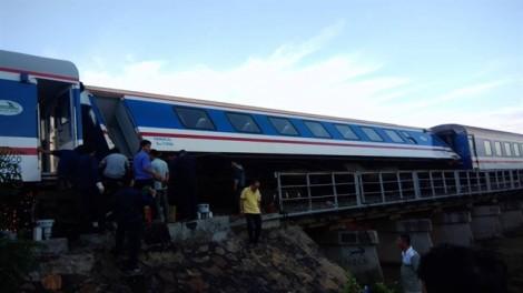 Tàu SE1 trật bánh ở Bình Thuận, hàng loạt chuyến tàu tết bị chậm giờ