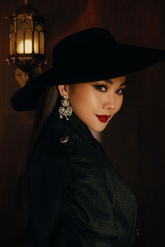 Thanh Hang quyen ru voi gam mau tram