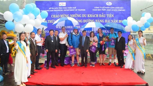 Hon 2.000 khach quoc te den tham Hue qua cang Chan May