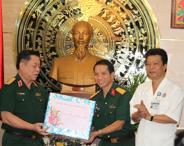 Tong Bi thu, Chu tich nuoc Nguyen Phu Trong va nhieu lanh dao tham, chuc Tet gia dinh chinh sach, kho khan