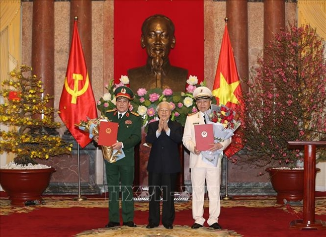 Phong ham Dai tuong cho Bo truong Bo Cong an va Chu nhiem Tong cuc Chinh tri QDND Viet Nam