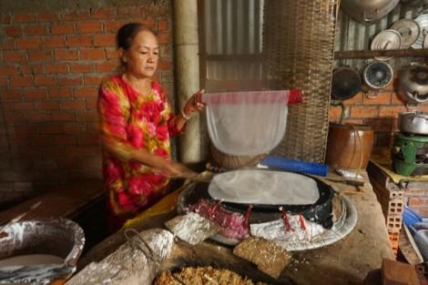 Giữ hồn làng nghề bánh tráng Nhơn Hòa