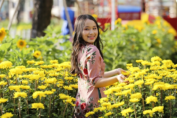 Nguoi Sai Gon choi tet som o hoi hoa xuan Phu My Hung