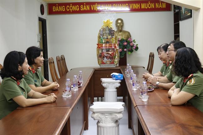 Hoi Phu nu Cong an TP.HCM: Tham gia dinh liet si – dai uy Pham Phi Long