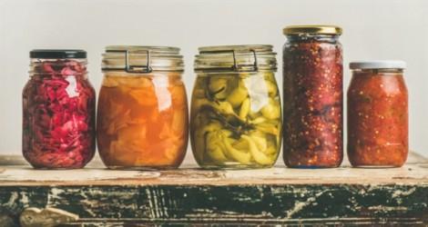 Vì sao nhiều người cảm thấy khó chịu khi ăn dưa cải chua hay sản phẩm lên men?