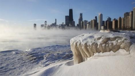 Nước Mỹ oằn mình trong băng giá siêu lạnh, 6 người thiệt mạng