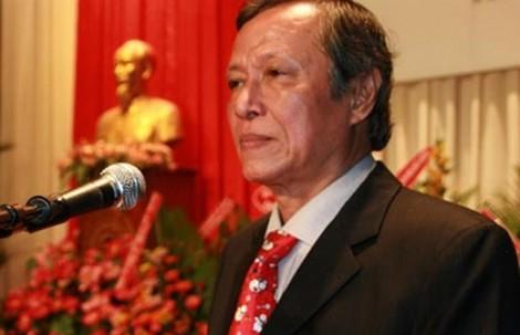 Nhạc sĩ Trần Long Ẩn được trao huy hiệu 45 năm tuổi Đảng