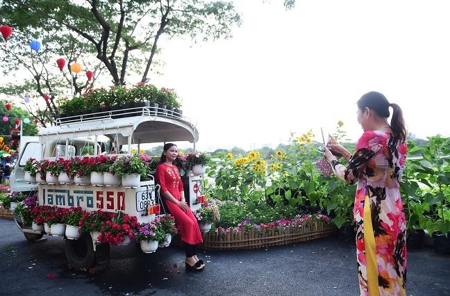 Hoi cho hoa xuan Phu My Hung 2019: No nuc tray hoi ngay xuan