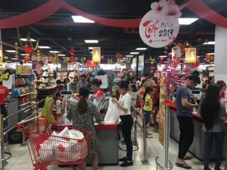 Mỗi khách mua 3-4 giỏ hàng tết, siêu thị phải huy động người phục vụ