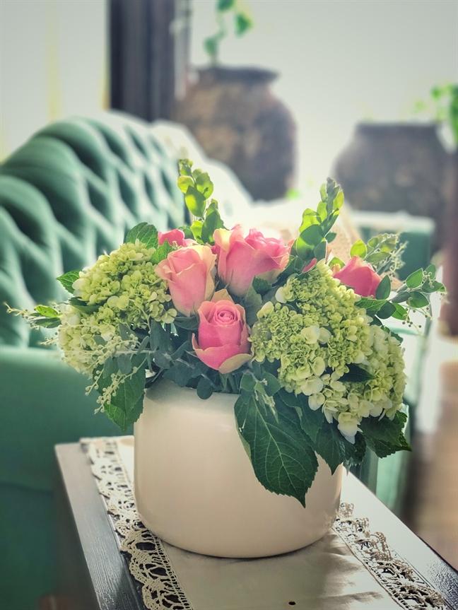 Gap nguoi phu nu uop huong hoa cho ngoi nha ngay tet