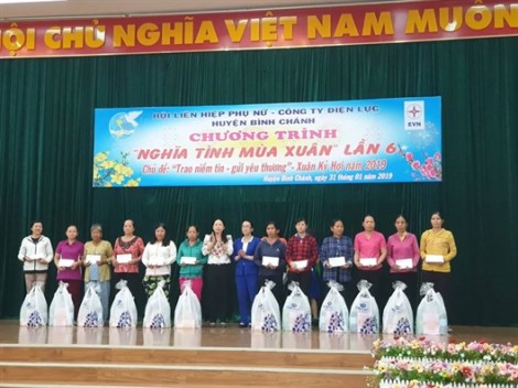 Huyện Bình Chánh: Mang tình xuân đến với phụ nữ nghèo và lao động nhập cư