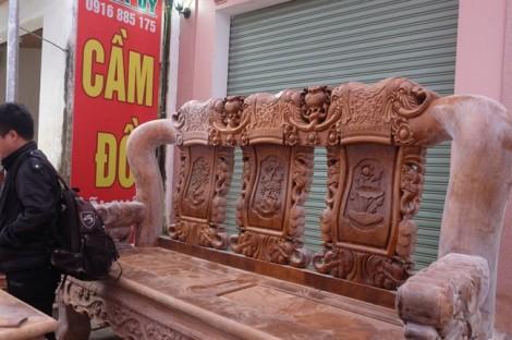"""Bộ bàn ghế """"cho người khổng lồ"""" của đại gia phố núi Nghệ An"""