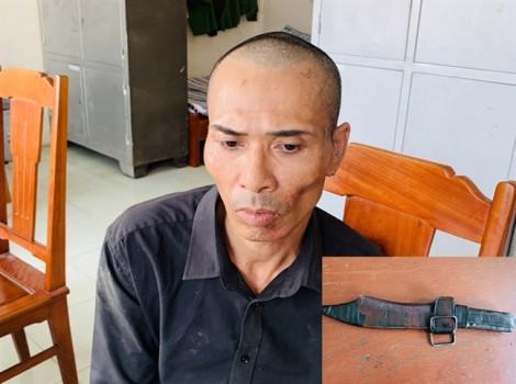 Tội phạm nguy hiểm, dùng lê AK chống trả bị cảnh sát quật ngã chiều 30 tết