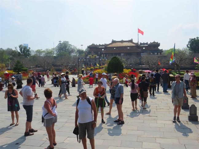 Khach do ve du xuan o Hoang cung xu Hue