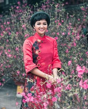 Sao Việt nổi bật ngày mùng 1 tết với tà áo dài truyền thống