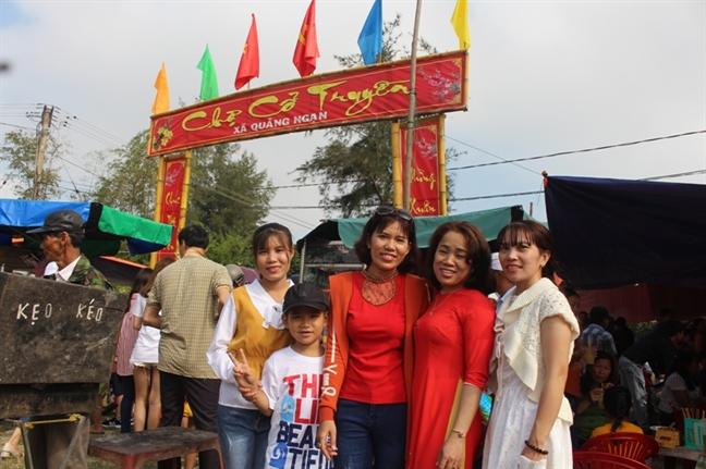 Ngay Tet di cho phien 300 nam ben pha Tam Giang