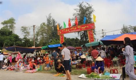 Ngày Tết đi chợ phiên 300 năm bên phá Tam Giang