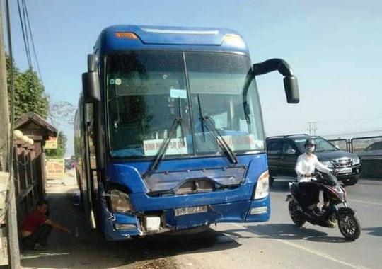 Tam giu tai xe xe khach tong xe 7 cho khien 8 nguoi thuong vong o Thanh Hoa