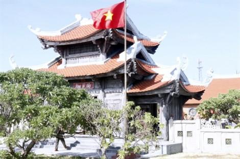 Đi lễ chùa ngày xuân trên đảo Song Tử Tây