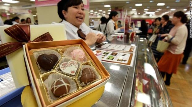 'Da dao' Valentine, nhung phu nu Nhat van mua socola