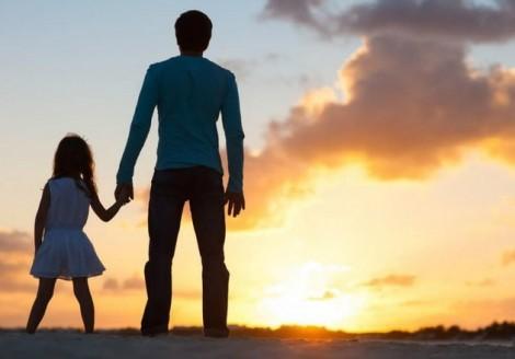Con gái đòi tự tử để phản đối tôi tái hôn