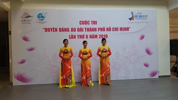 Hang tram thi sinh buoc vao vong so khao hoi thi 'Duyen dang ao dai TP.HCM' 2019