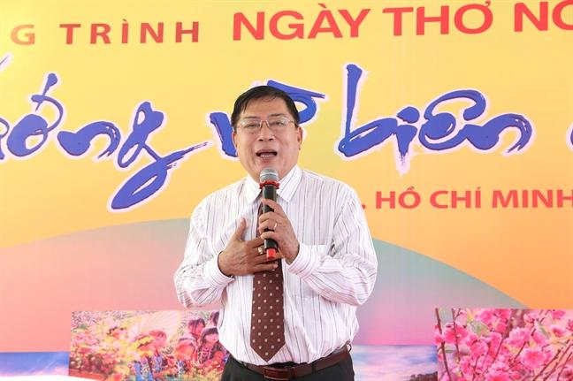 Ngay tho Viet Nam tai TP.HCM: Huong ve bien cuong To quoc