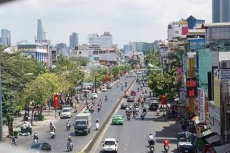 Sài Gòn nắng đổ lửa sau tết, người dân ngán ngẩm khi ra đường