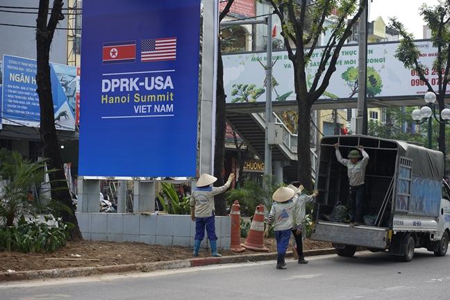 Phong vien quoc te doi nang san tin ve Hoi nghi Thuong dinh My - Trieu