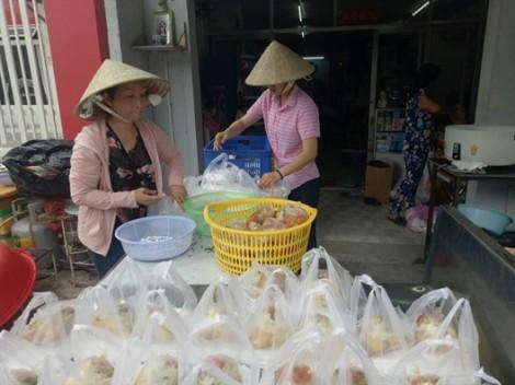 Huyện Nhà Bè: Hơn 1.400 suất ăn chay miễn phí cho người nghèo