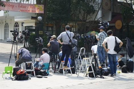 Phóng viên quốc tế đội nắng săn tin về Hội nghị Thượng đỉnh Mỹ - Triều