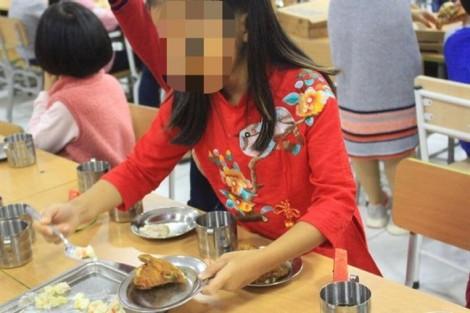 Học sinh đi ngoài, buồn nôn sau bữa ăn tại trường
