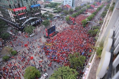 Từ ngày 1/3, cấm xe vào đường Nguyễn Huệ hai buổi tối cuối tuần